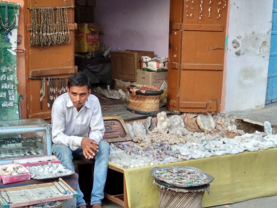Rajasthan Motorcycle Touring Vacaciones-traditional shopkeeper