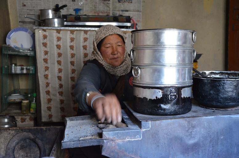 lamayuru-trekking-ladakh village-countryside